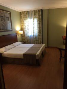 Slaapkamer voor mindervalide gasten in Hotel Bécquer in Sevilla.
