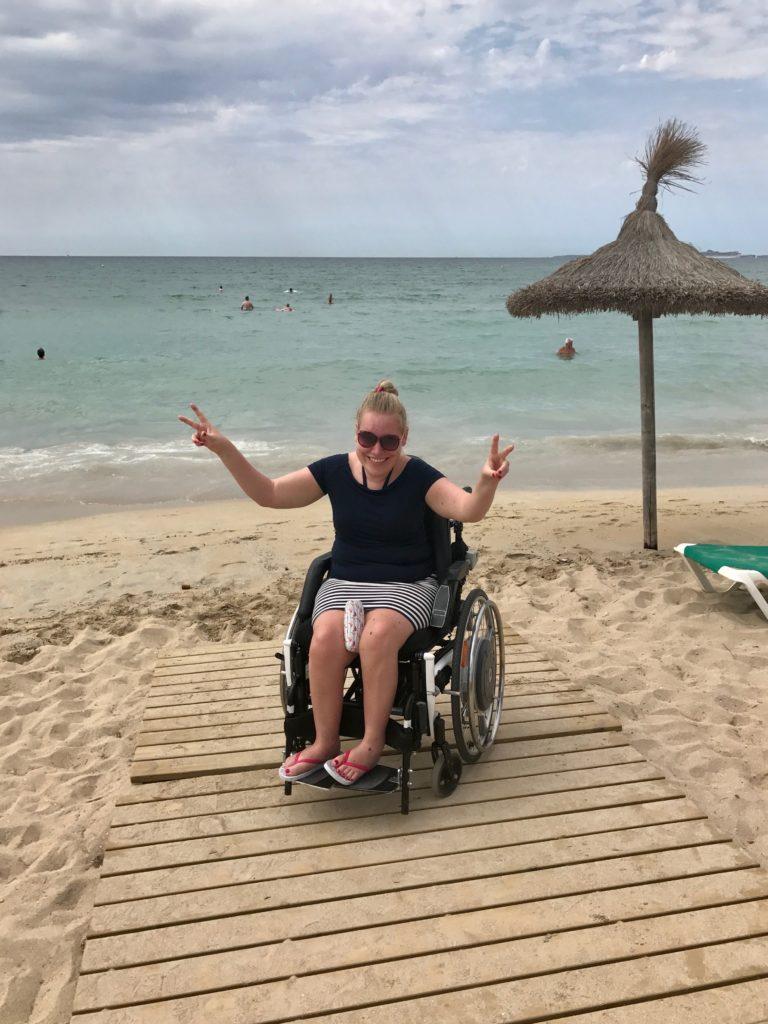 Manon op het strand van Playa de Palma.