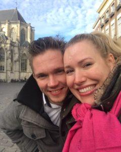 Manon samen met haar vriend Stijn op de Grote Markt in Breda.
