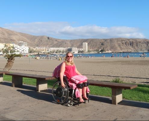 Manon op de boulevard bij Playa de Los Cristianos op Tenerife