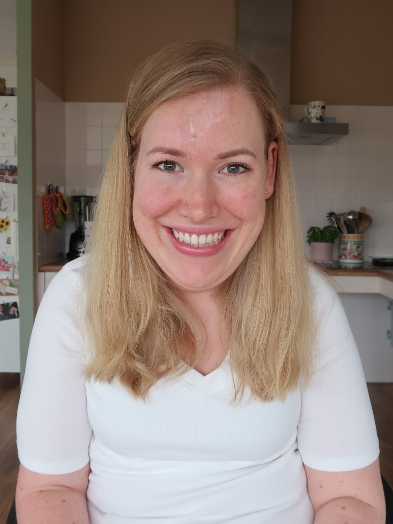 Portretfoto van een lachende Manon
